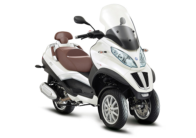 scooter piaggio mp3 lt 300ie business ce scooter 3 roues est en vente dans votre magasin. Black Bedroom Furniture Sets. Home Design Ideas